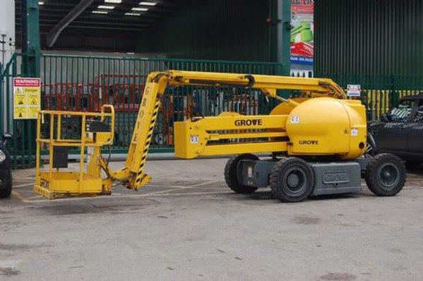 Grove lifting machine
