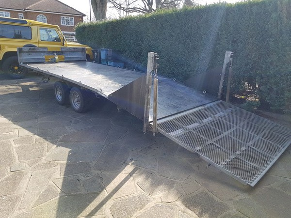 Twin axle flatbed trailer