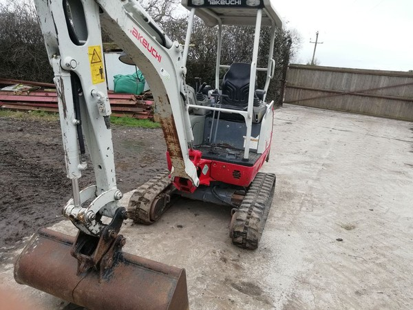 Biu Takeuchi TB216 Mini Digger Year 2014 3 Buckets