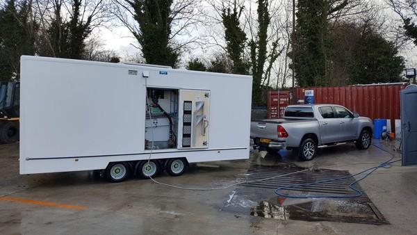 4 individual toilet trailer