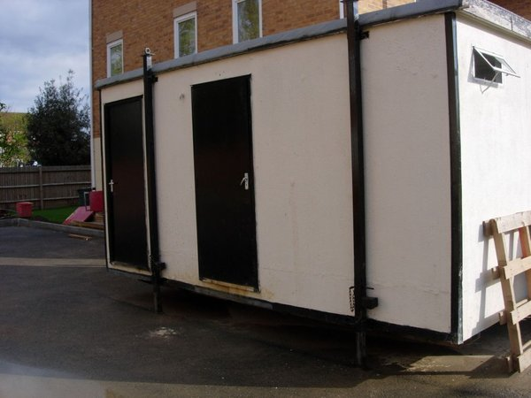 16 x 9ft male/female toilet block