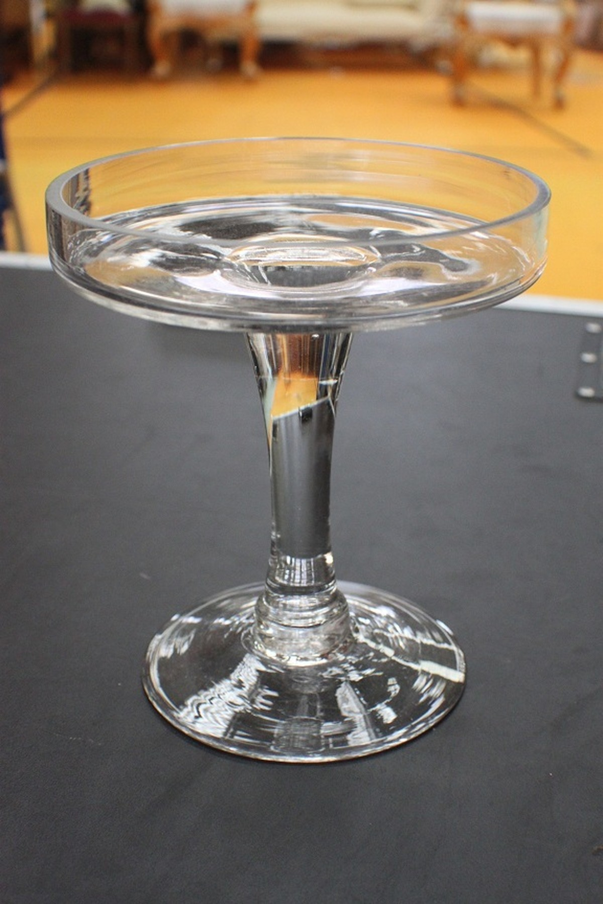 Secondhand prop shop table linen and decor martini for Decoration vase martini