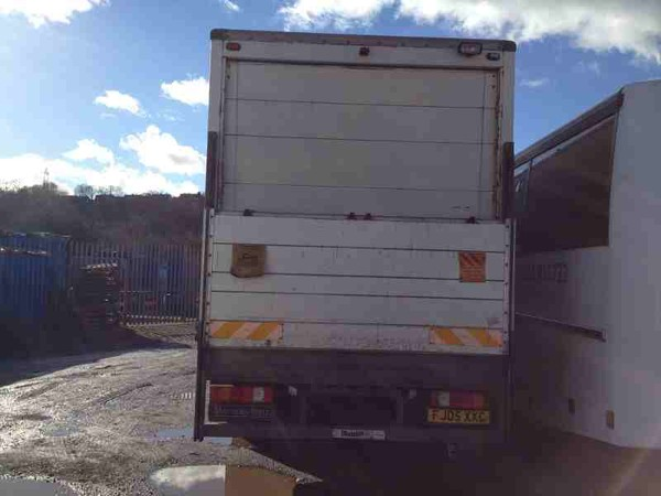 Tail lift lorry for sale