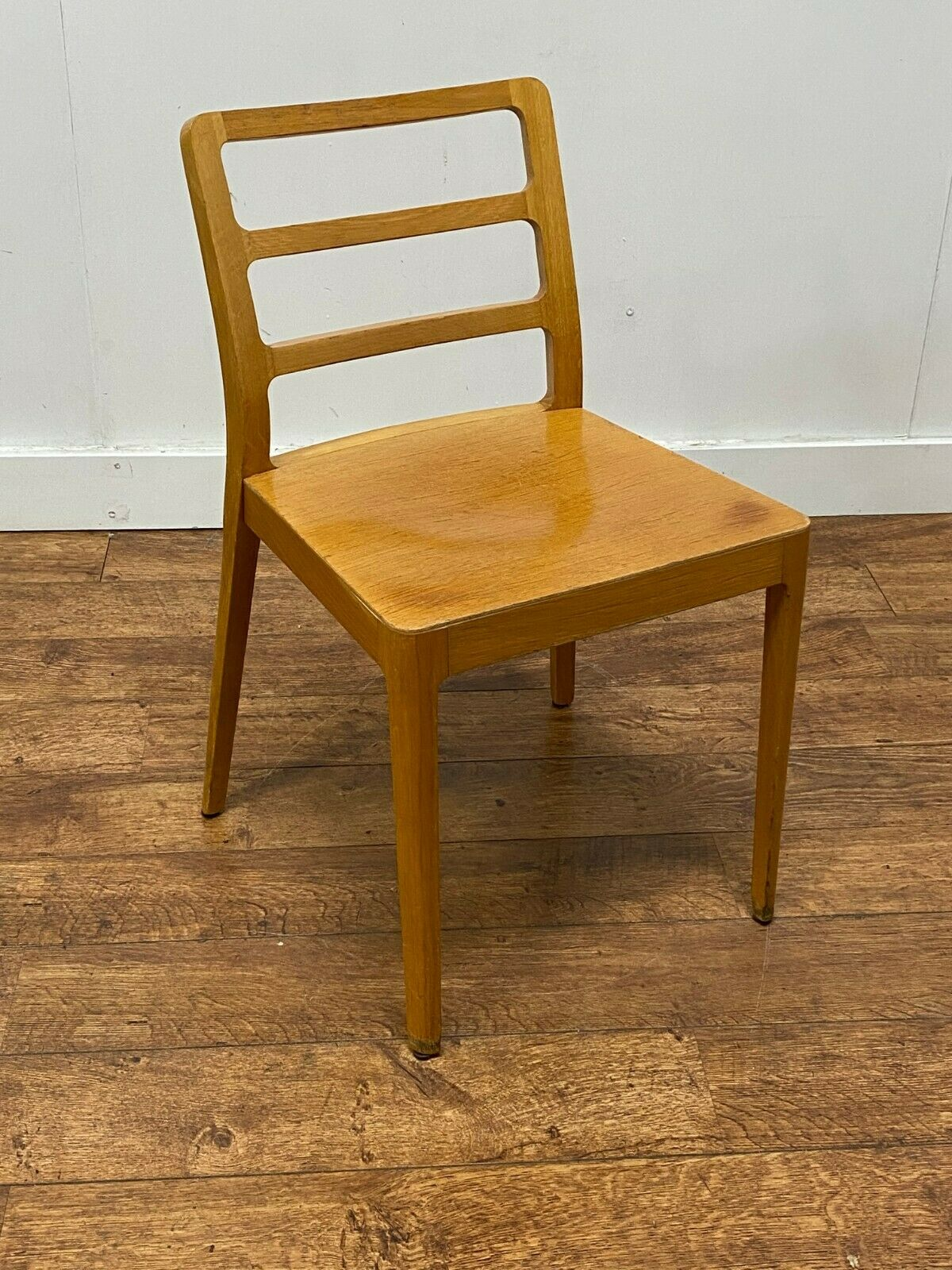 85x Barnstorming Bargain Commercial Grade Wooden Side Chairs Nottinghamshire