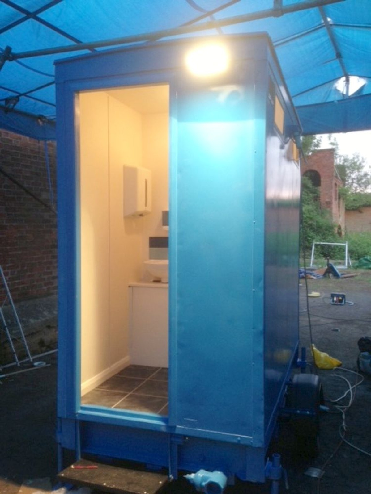 secondhand toilet units 1 1 toilet trailers 1 1. Black Bedroom Furniture Sets. Home Design Ideas