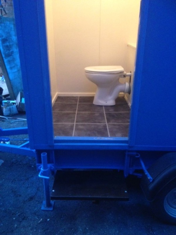 toilet trailer cubicle
