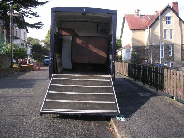 Horse box with ramp