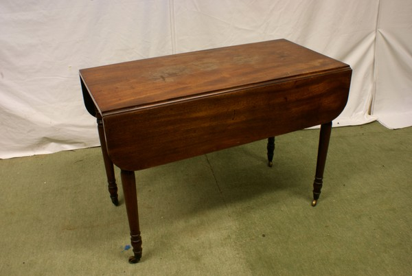 Mahogany Pembroke table with Drop-Leaf