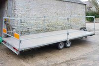 Flat bed toilet trailer
