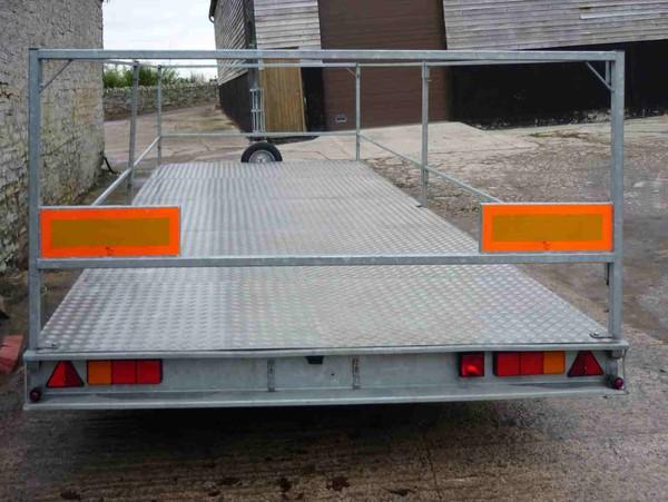 Portable loo trailer