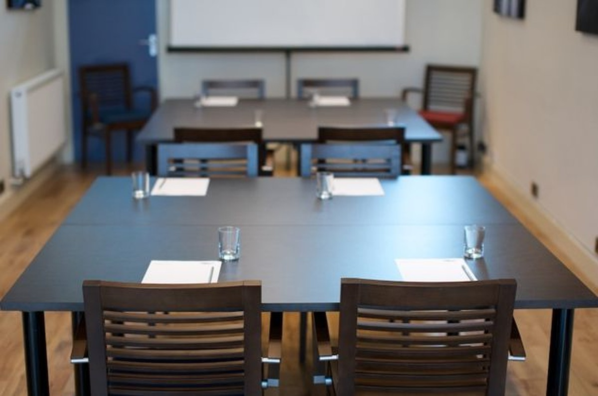 Secondhand Chairs And Tables Office Furniture X Conference - Second hand conference table