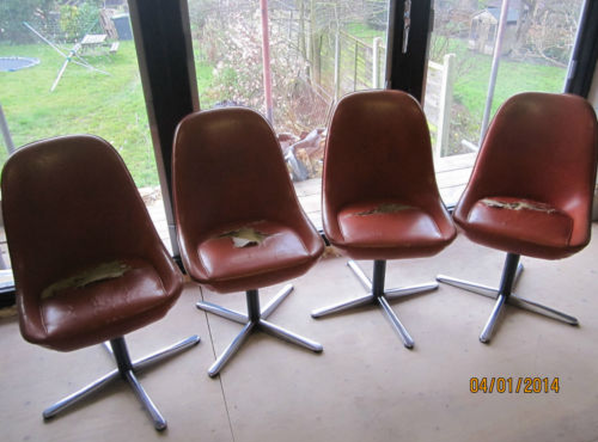 Marvelous 4 X Vintage Vinyl Egg Swivel Chair With Chrome Legs 1960s Retro Furniture