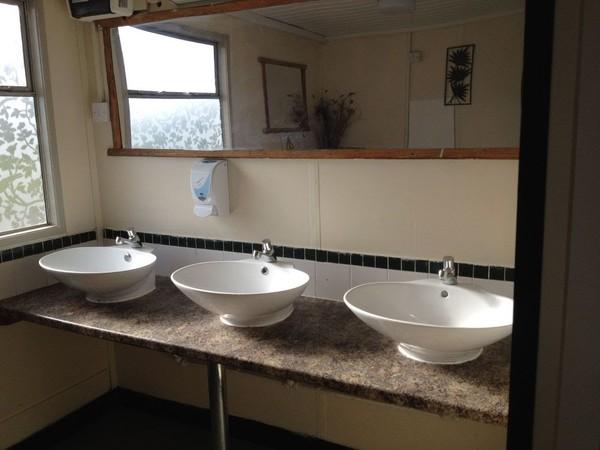 Wash basin area