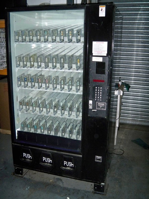 Vending machine for cans or bottles