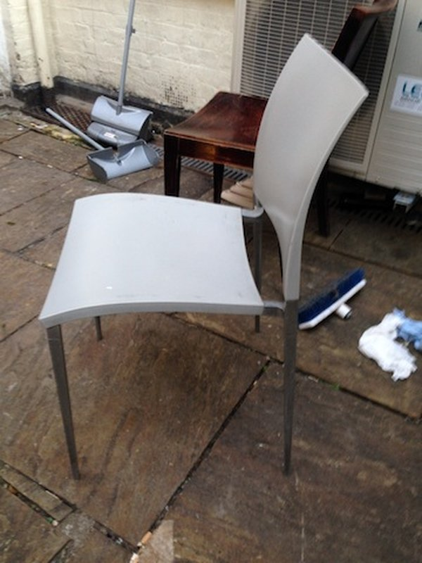 19 x plastic & aluminium chairs