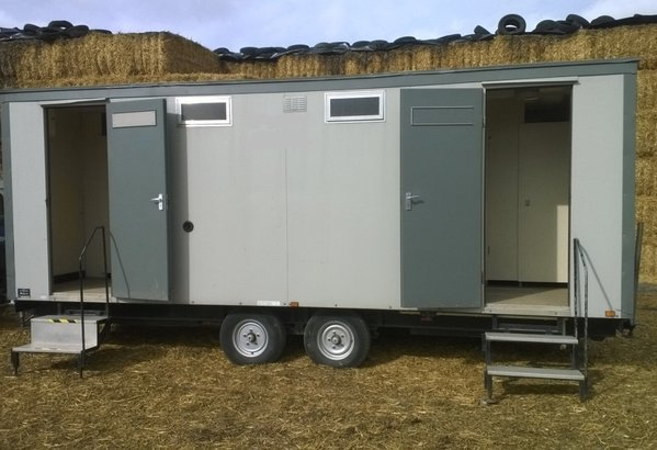 7bay or 4x3 Mobile Toilet (Electric Mains) Gas Re-circ