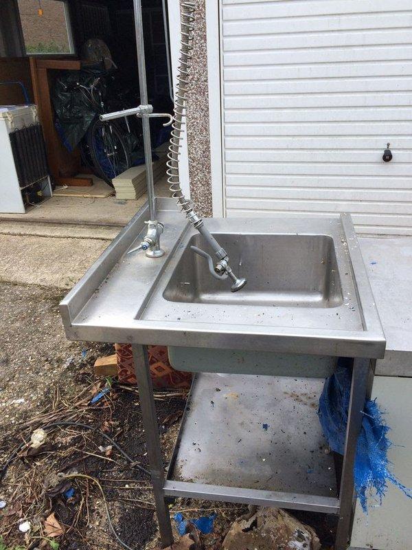 Input sink with spray arm