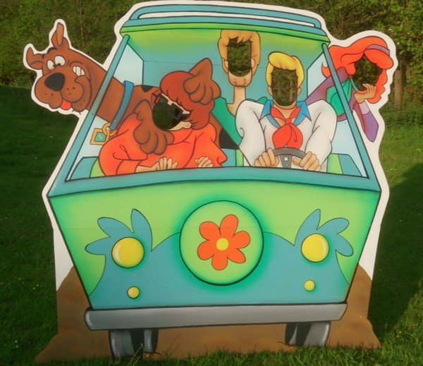 scooby doo mystery machine Peep through boards