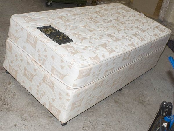 3ft wide king coil class club bed