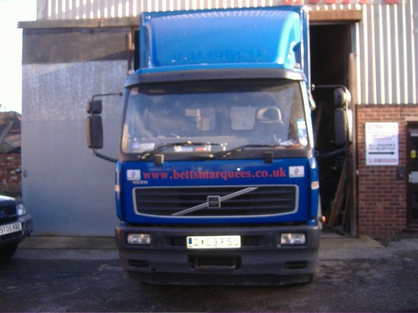 18 tonne curtainside lorry with sleeper cab