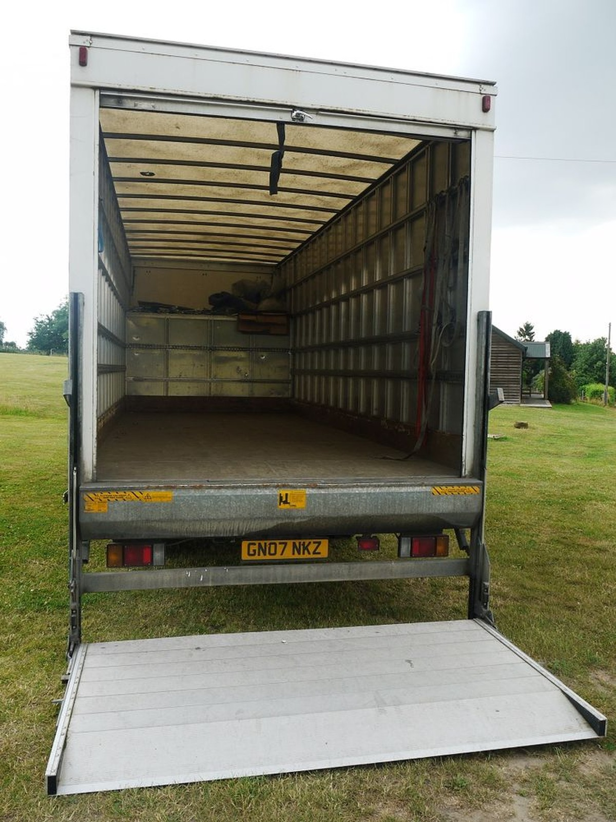 Used Trucks For Sale >> Secondhand Lorries and Vans   7500Kg and Under   Isuzu NQR-70 7.5Tonne Box Van with Tail-lift ...