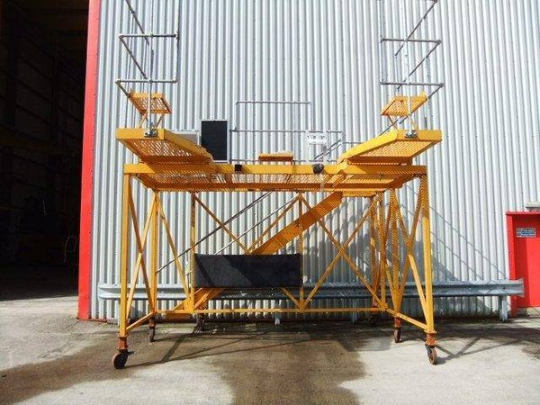 Mobile access platform for large machinery