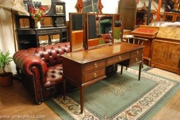 Original Stag Minstrel Dressing Table with Triple Mirrors