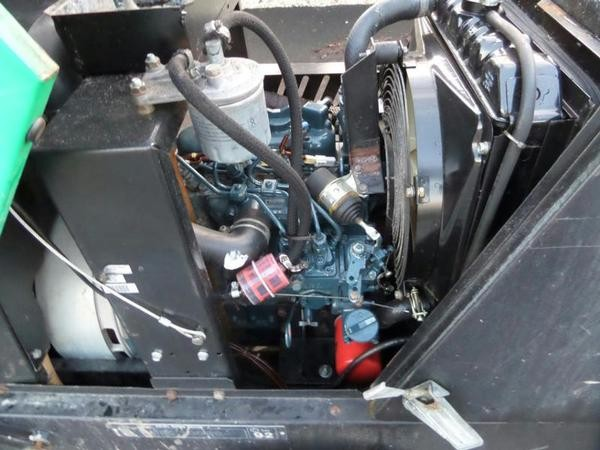 Compact Kubota D722 engine