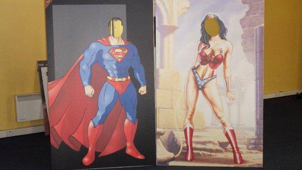 Superman & Wonder Woman Peep Hole