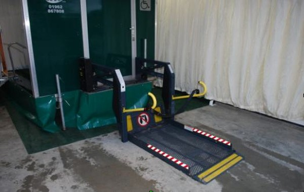 Disabled lift for toilet trailer for sale