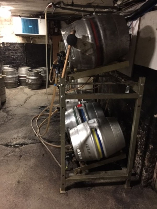 Racking system for beer cellar