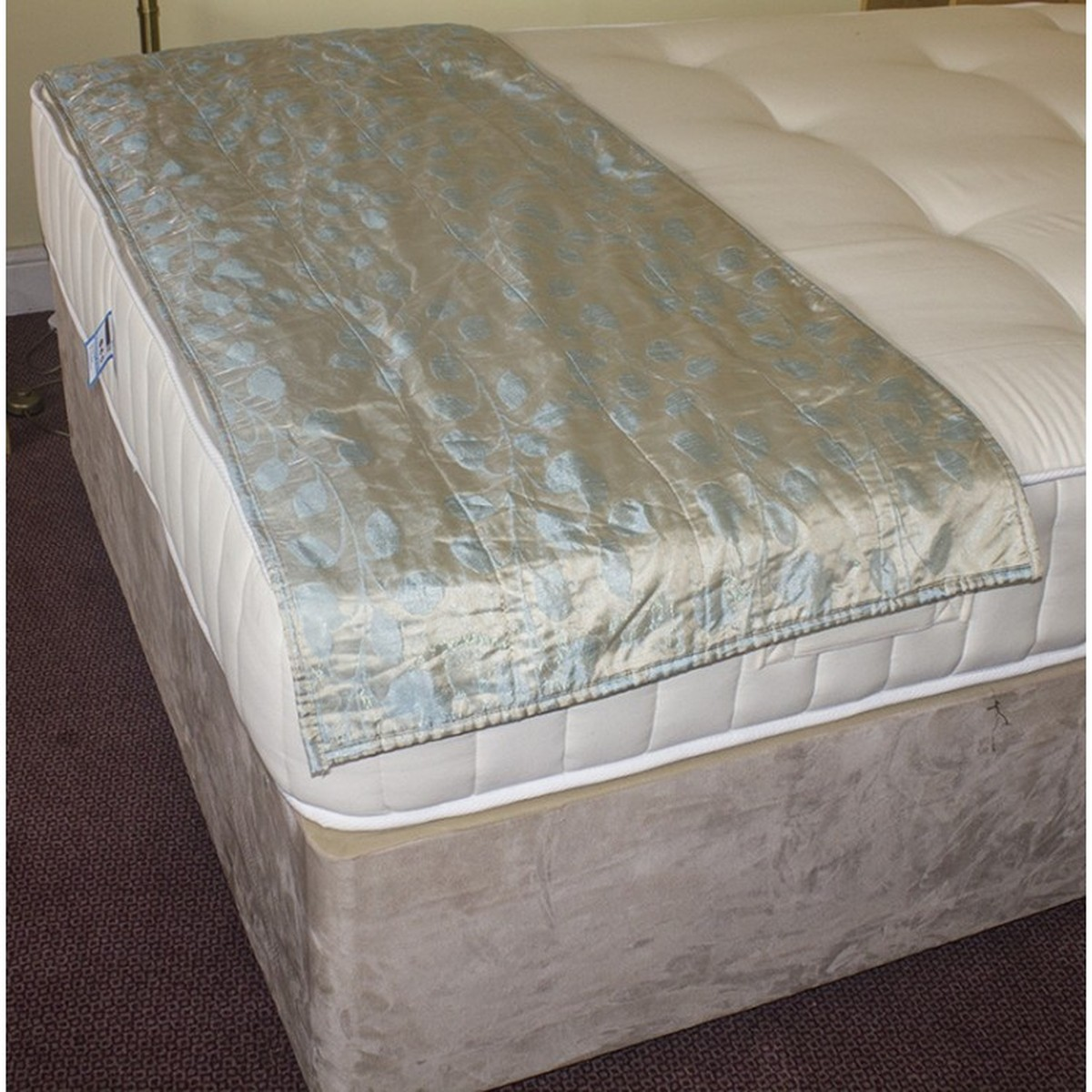 Secondhand Hotel Furniture Beds 300x Bed Foot Throws