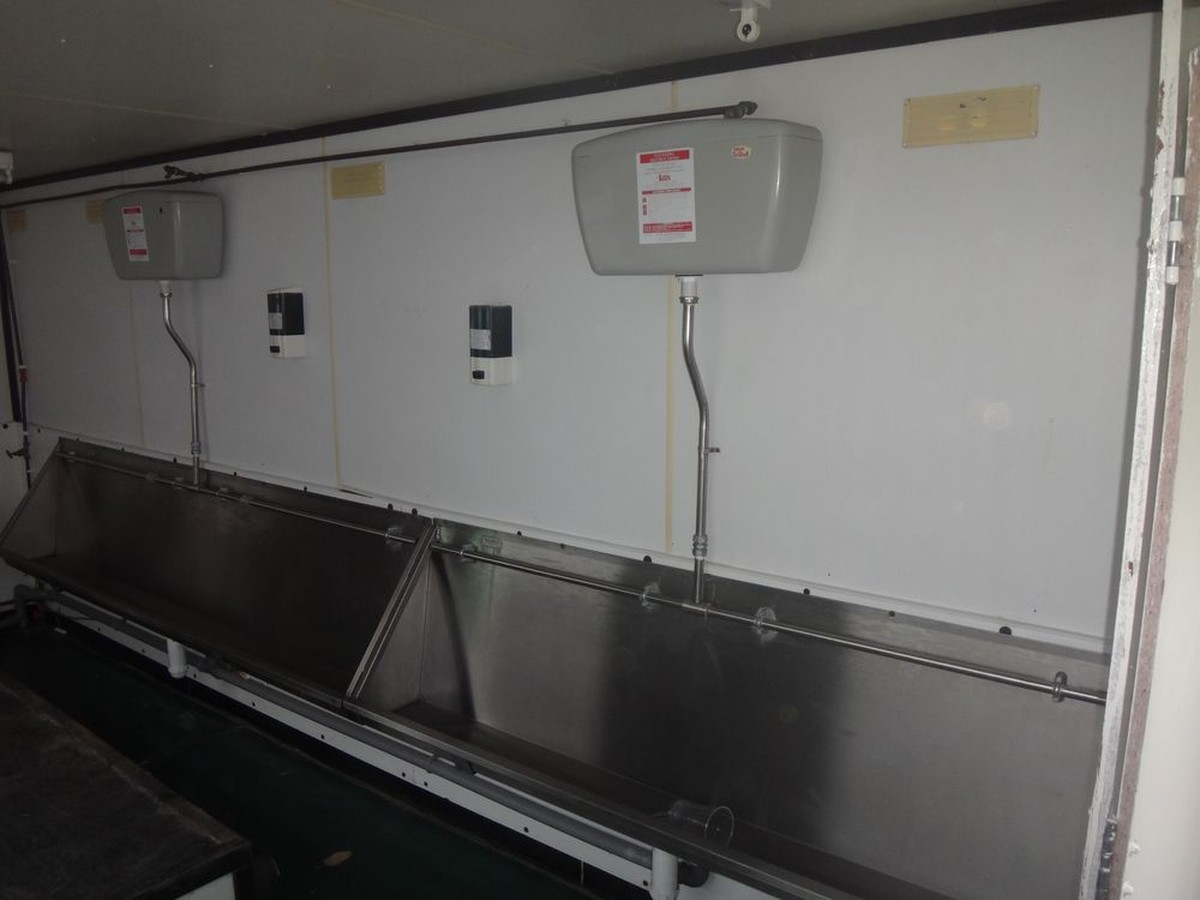 Secondhand Toilet Units Mobile Urinal 18ft Wheeled Wiring Trough Stainless Steel Trailer Unit With Troughs