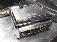 Buffalo L-519B contact/ Panini grill