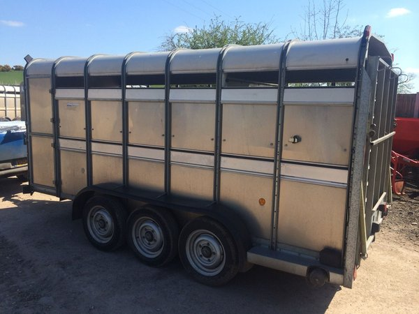 Ifor Williams TA510 - 14ft Tri Axle Livestock Trailer