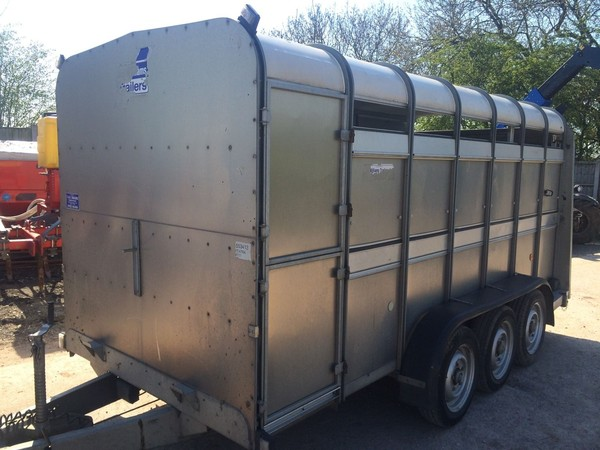 tri axle animal trailer for sale