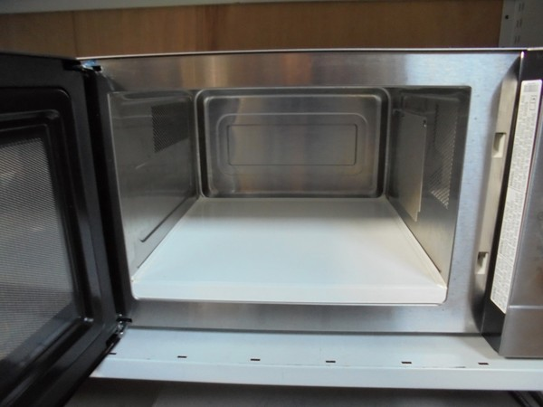 Buffalo GK643 1100W microwave