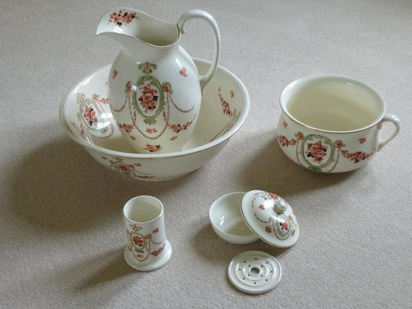 Vanity Equipment Consisting of Jug, Bowl, Soap Dish - York