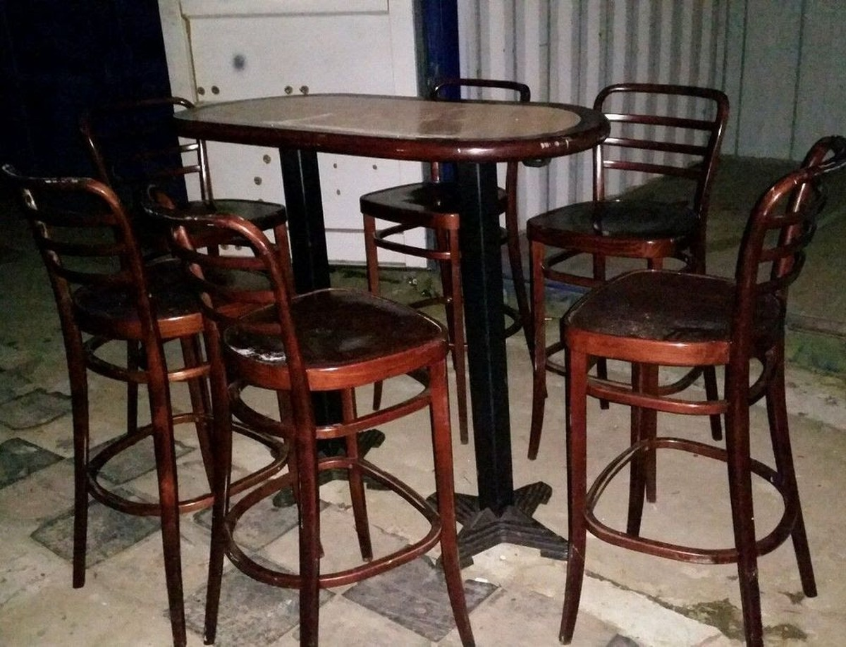 Secondhand Pub Equipment Bar Stools Poseur Table And 6