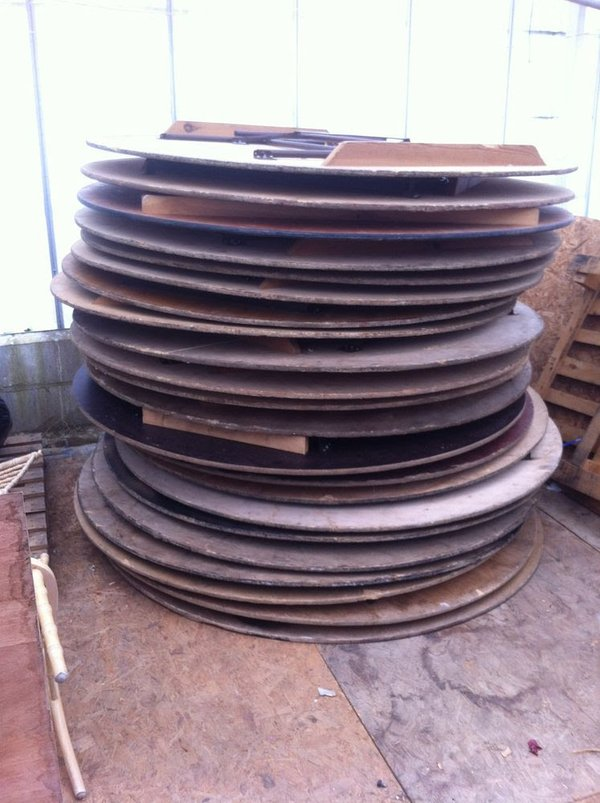 6Ft round tables for sale