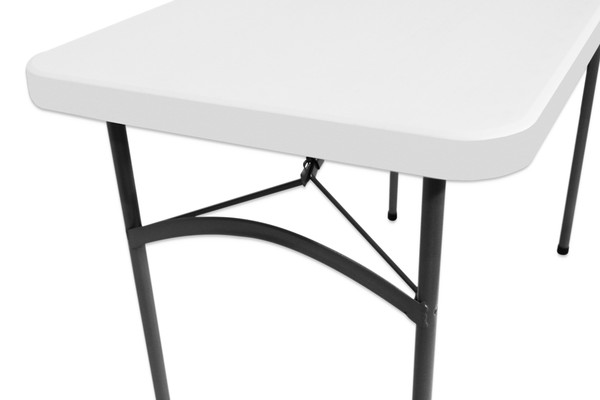 Strong plastic 4ft table for sale