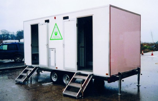 Shower trailer with toilets