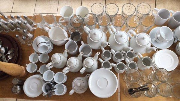Job lot of cafe crockery