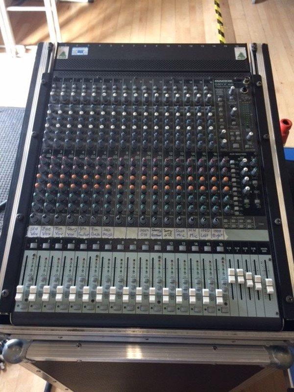 Mackie Onyx 1640 Firwire 16 channel Analog Mixing desk