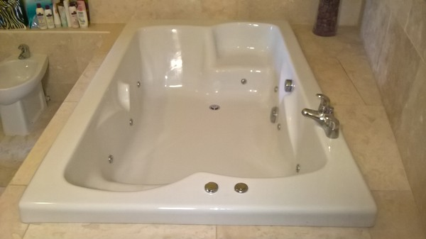 Complete Superior Bathroom Set Jacuzzi Bath