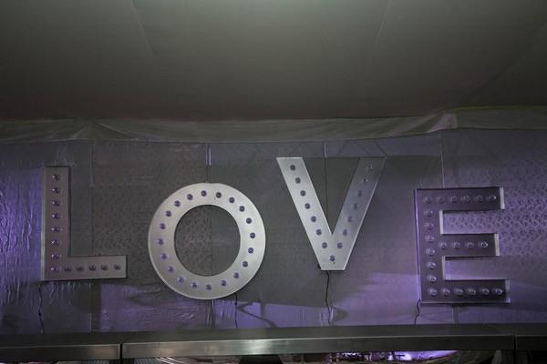 "Large illuminated ""LOVE"""
