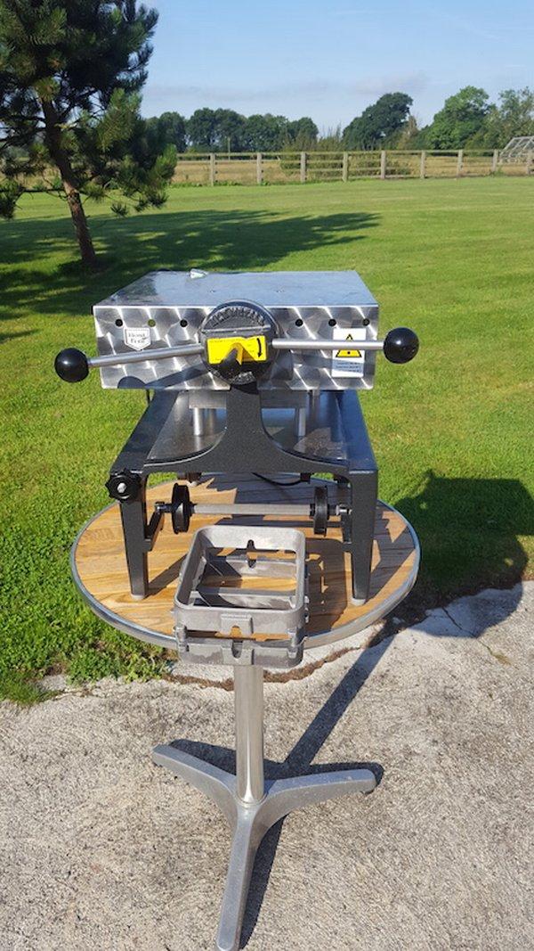 Semi Automatic Sealing Machine / Tray Lidder