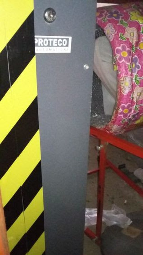 Entry / Exit Barrier Power Unit with Boom for 12 foot+ Opening