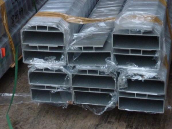 Aluminium flooring extrusion