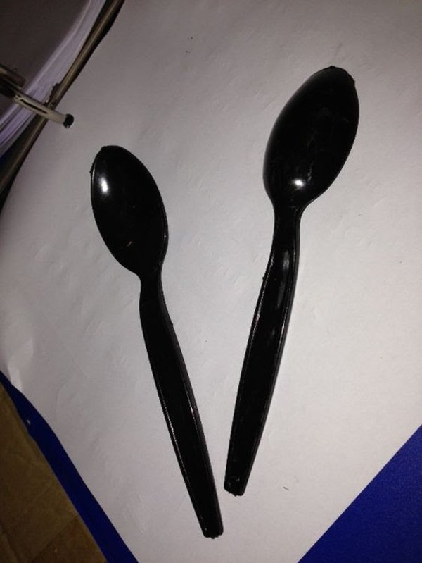 Disposable spoons in black
